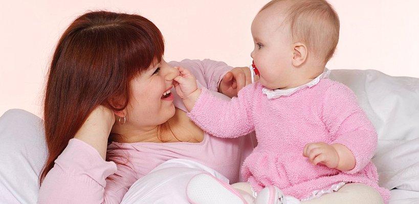 Konuşmayı öğrenen bebeğinize nasıl yardımcı olabilirsiniz?